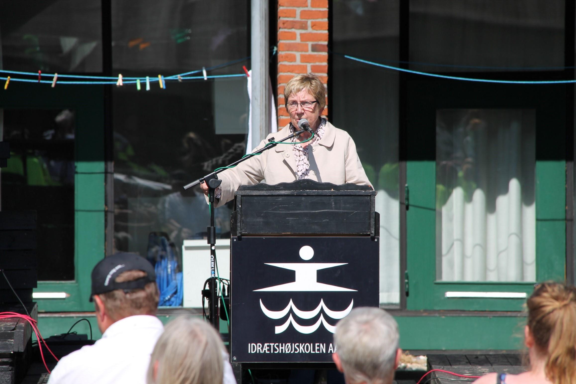 Marianne Jelved holder tale til Ligeværds jubilæumsreception